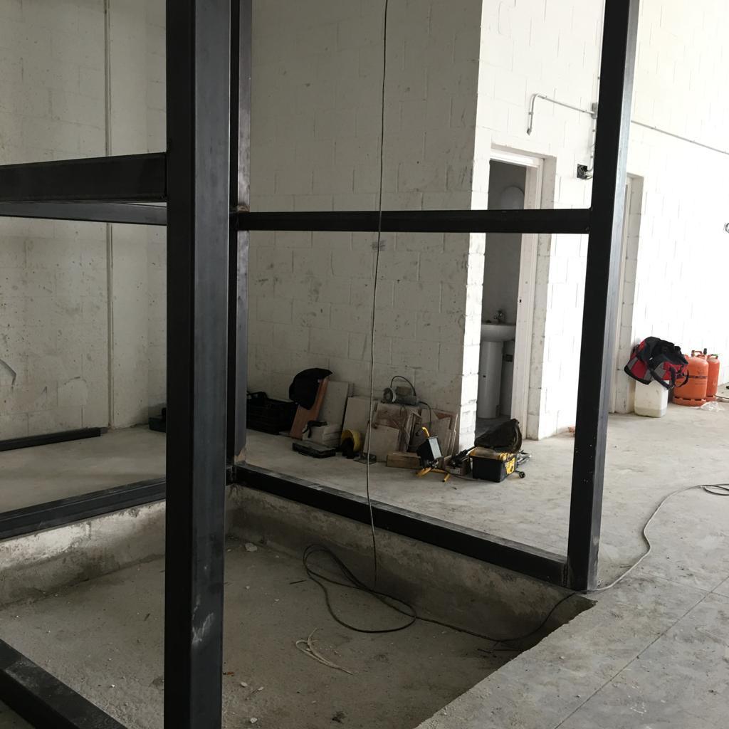 Instalación montacargas y estructura - Granollers